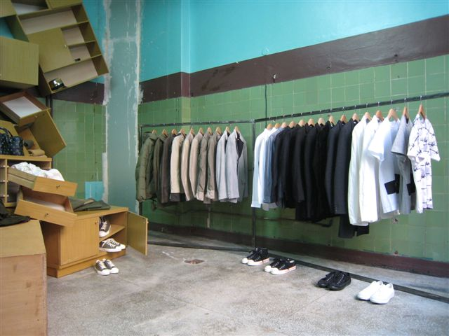 comme-garcons-guerilla-store-warsaw-2.JPG